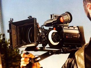BM URSA Shoulderkit mit Viewfinder und Kamera